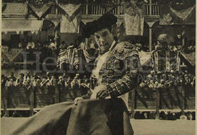 """En la película """"La Vuelta en Ochenta Días"""", Cantinflas dio pruebas de su afición por los toros. (Foto: Hemeroteca PL)"""