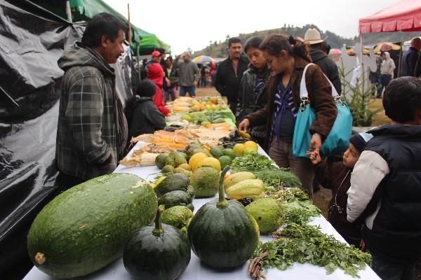 en la feria se presentaron diversidad de productos agrícolas de Huehuetenango.
