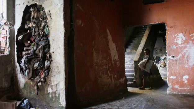 El entorno de las personas que tienen menos recursos puede afectar al funcionamiento de sus cerebros. (Getty Images)