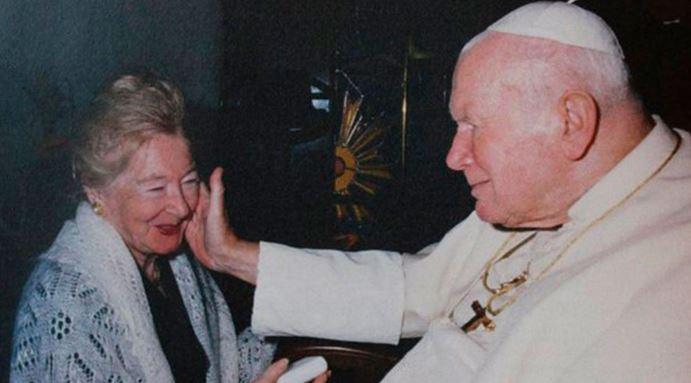 Un reciente documental reveló la amistad que mantuvo el fallecido papa Juan Pablo II con Ana Teresa Tymieniecka (izq.). (Foto: Twitter).