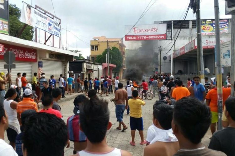Sector de Tecún Umán, San Marcos, donde se registran disturbios por el decomiso de mercadería de contrabando. (Foto Prensa Libre: Alexánder Coyoy)