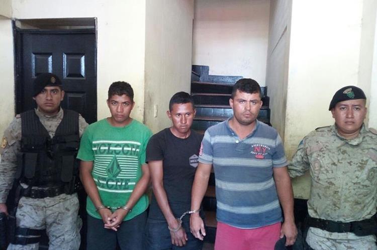 Tres hombres fueron capturados cuando pescaban pez vela a 18 millas náuticas frente a las costas de Puerto San José, Eschintla. (Foto Prensa Libre: Enrique Paredes)