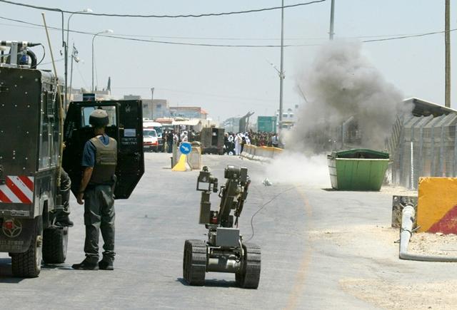 Un robot mientras es utilizado en una operación antiterrorista en Israel. (Foto Prensa Libre: Hemeroteca PL).