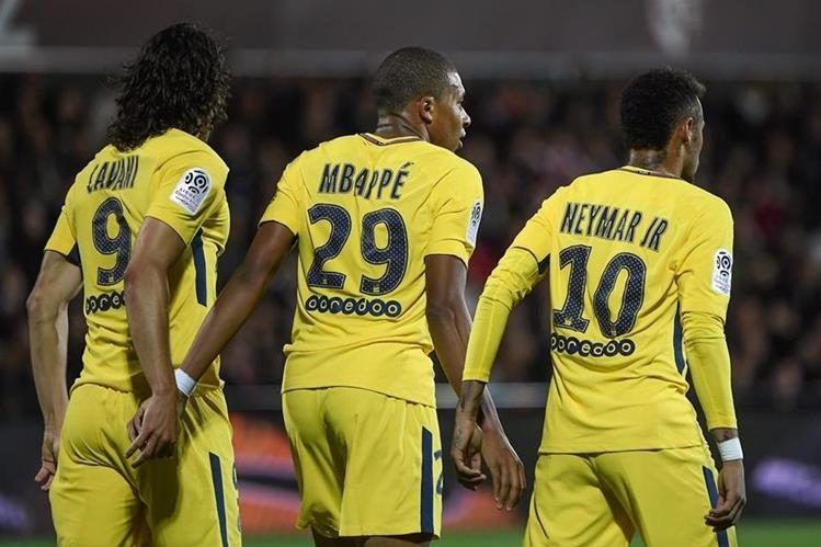 Edinson Cavani, Kylian Mbappe y Neymar demostraron que se entienden a la perfección en la cancha y buscarán los mejores resultados para el PSG. (Foto Prensa Libre: AFP)