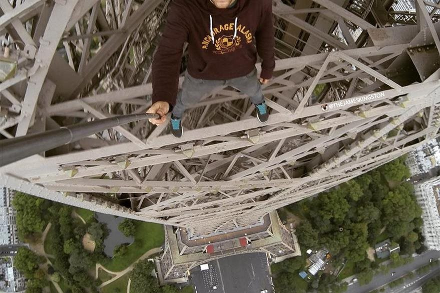 James Kingston llegó al punto más alto de la Torre Eiffel. (Foto Prensa Libre: Instagram)