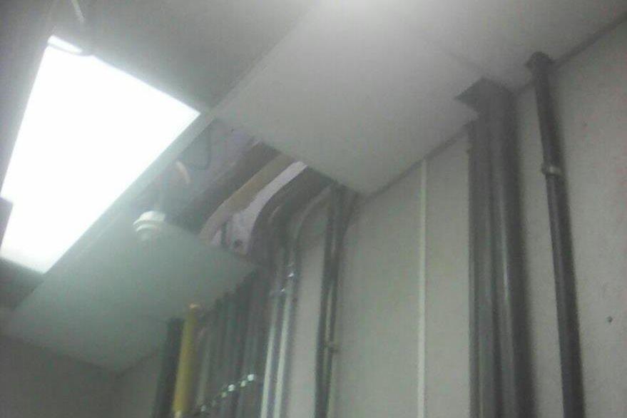 Los delincuentes habrían ingresado por el techo del inmueble.