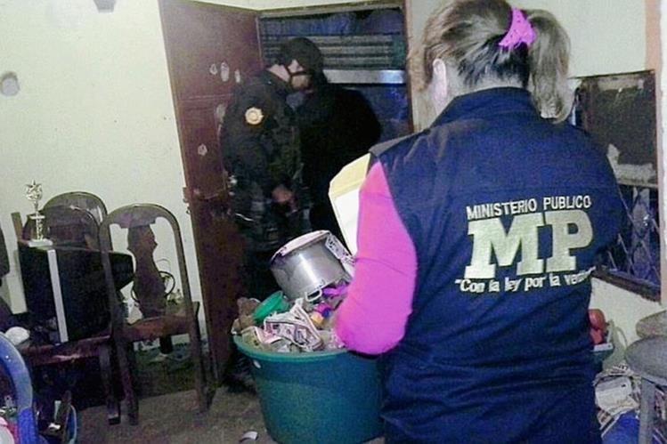 Agentes del MP realizan 22 allanamientos en El Cerinal, Barberena, Santa Rosa. (Foto Prensa Libre: MP)