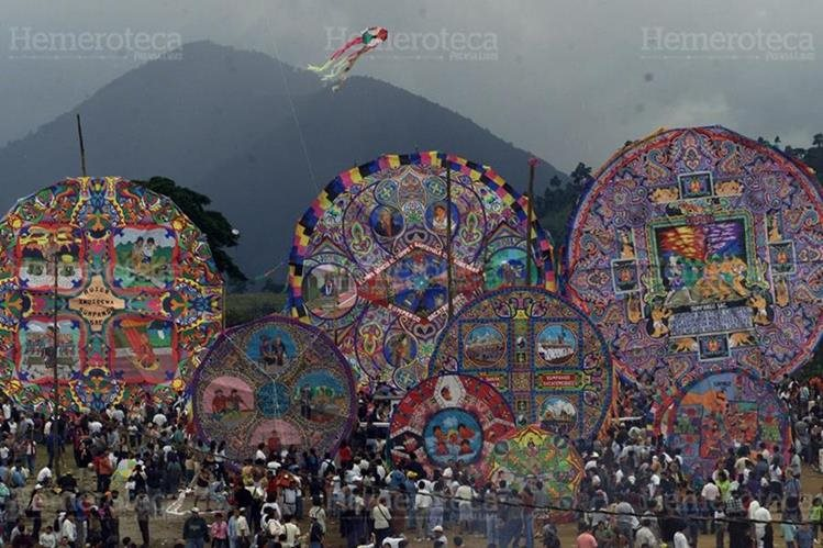 Barriletes gigantes de Sumpango Sacatepéquez. (Foto: Hemeroteca PL)