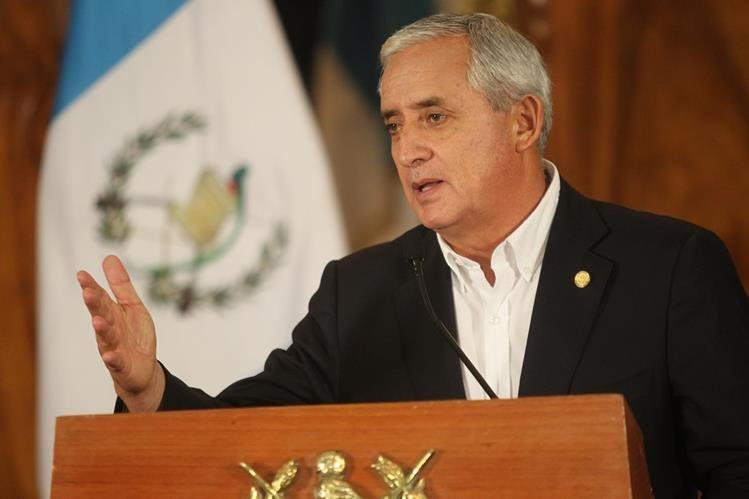 El presidente Otto Pérez Molina anuncia la terna donde el Congreso decidirá el sustituto de Roxana Baldetti en la vicepresidencia. (Foto Prensa Libre: Hemeroteca PL)