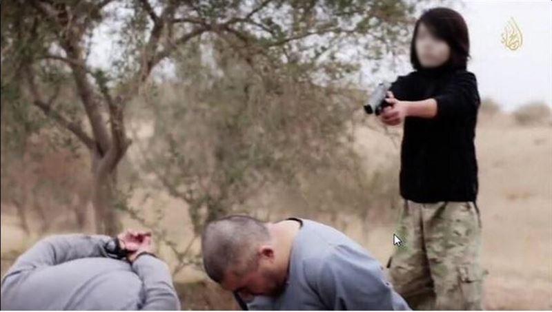 En una anterior ocasión el EI también mostraba a niños asesinando a supuestos espías. (Foto: Internet).