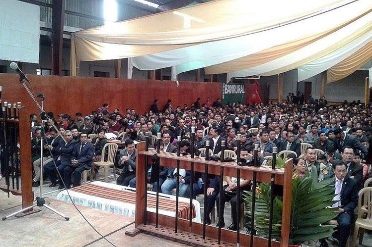 Reunión en la cual se eligió a la nueva directiva de los 48 cantones de Totonicapán. (Foto Prensa Libre: Carlos Ventura)