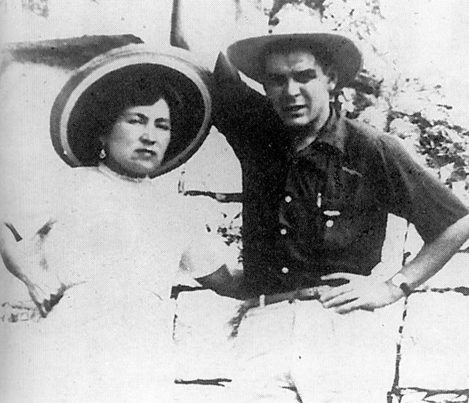 Ernesto Che Guevara y su esposa Hilda Gadea en 1955.(Foto: Hemeroteca PL)