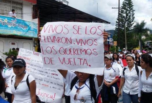 Múltiples protestas han ocurrido para exigir justicia en el caso de los 43 estudiantes de Ayotzinapa. (Foto: Hemeroteca PL).
