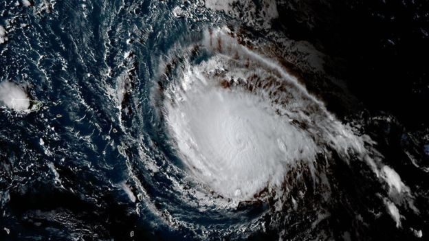 El agua contribuye a que Irma y el resto de huracanes se fortalezcan, mientras que cuando alcanzan tierra se debilitan. (AFP/NOAA/RAMMB)