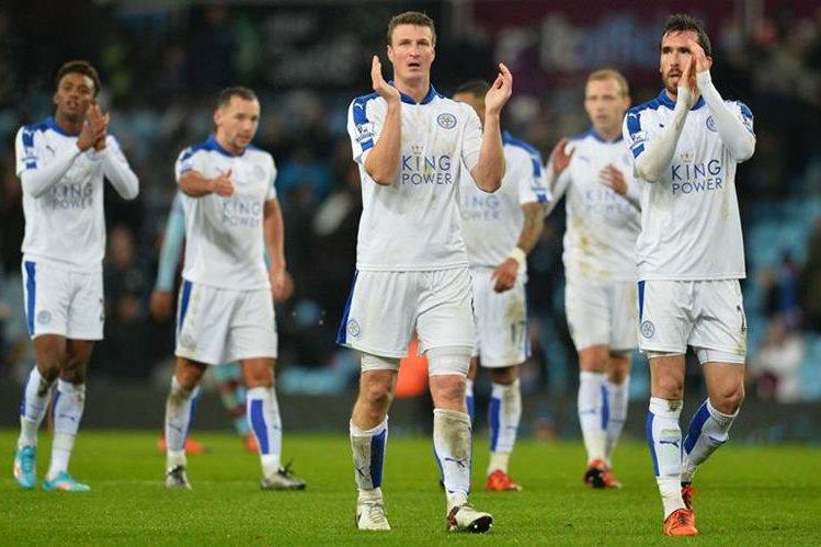 El Leicester agradeció el apoyo de su afición pese al empate de este sábado. (Foto Prensa Libre: AFP)