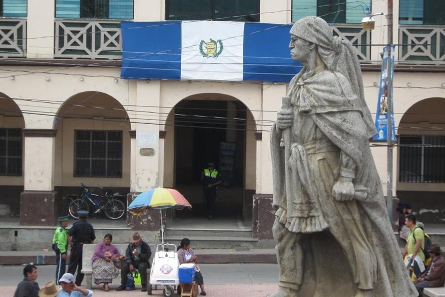 Estatua de Atanasio Tzul que se encuentra en Totonicapán. (Foto: Hemeroteca PL)