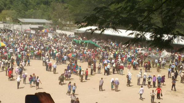 Vecinos de Cuilco, Huehuetenango, protagonizaron un enfrentamiento durante un mitin político, el 4 de julio último. (Foto Prensa Libre: Twitter @peladerohuehue)