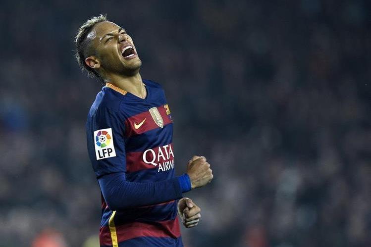 Neymar confesó que le gustaría trabajar con el entrenador español Pep Guardiola. (Foto Prensa Libre: AFP)