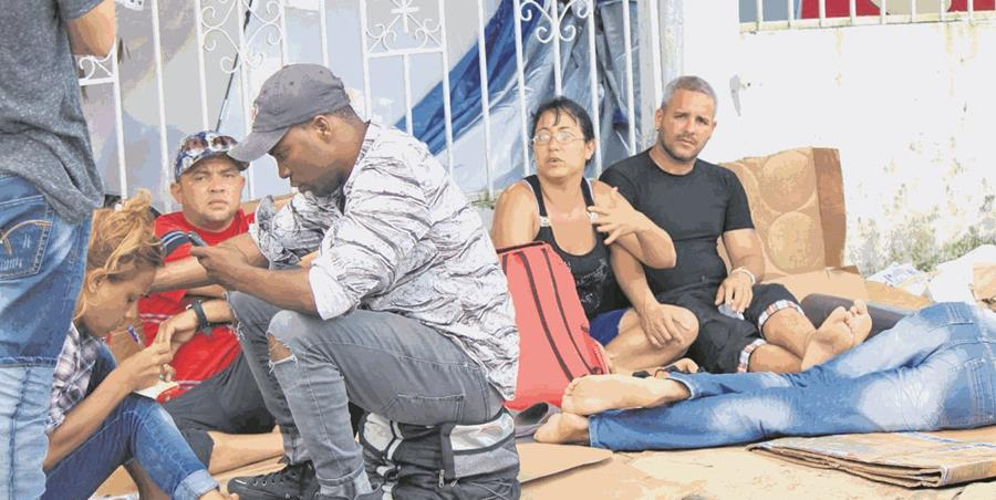 Migrantes cubanos bloqueados entre Panamá y Costa Rica están en riesgo, por afecciones. (Foto Hemeroteca PL)