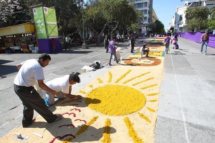 La alfombra inicia en la 18 calle de la zona 1 y termina en el Parque Jocotenango, zona 2.