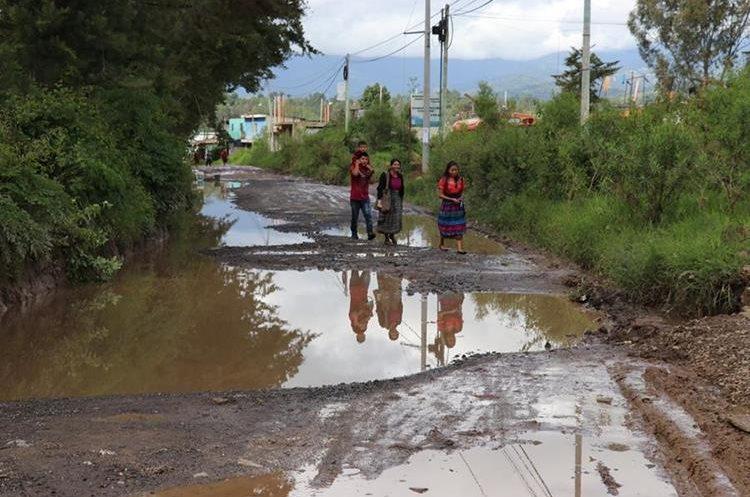 Carretera en mal estado ruta departamental 4 en Patzité. (Foto Prensa Libre: Héctor Cordero)