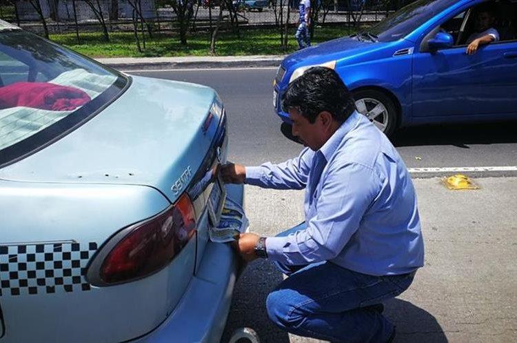 Algunos taxistas tapaban sus placas para evitar represalias.