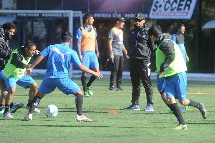 Comunicaciones tiene la misión de remontar la serie de acceso a semifinales contra Suchitepéquez. (Foto Prensa Libre: Hemeroteca PL).