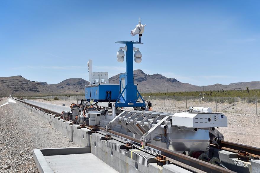 En el futuro Hyperloop deberá propulsar cápsulas que transporten pasajeros o mercancía en cojines de aire en un tubo a baja presión. (Foto Prensa Libre: AFP).