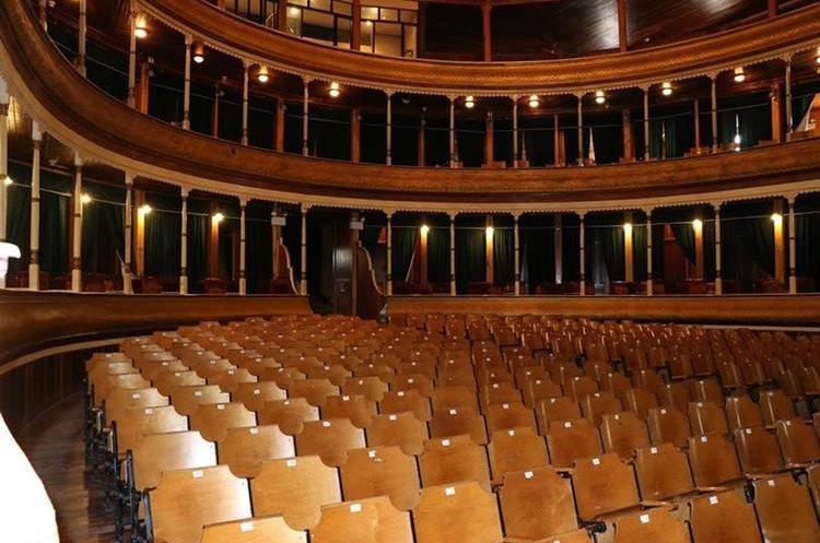 En la actualidad el recinto tiene espacio para 600 personas. Hasta antes del 2012 podían presenciar los espectáculos más personas, pero el número se redujo después del terremoto de noviembre de ese año (Foto Prensa Libre: María José Longo).