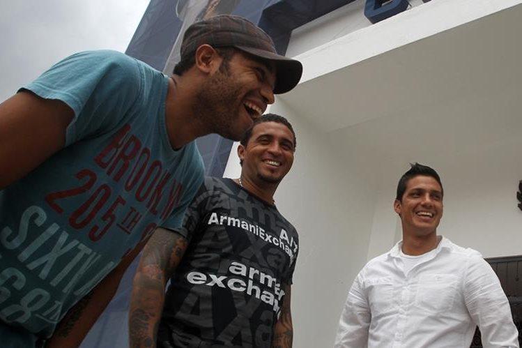 Yony Flores, Guillermo Ramírez y Gustavo Cabrera han mantenido una lucha constante contra Brayan Jiménez. (Foto Prensa Libre: Hemeroteca PL)