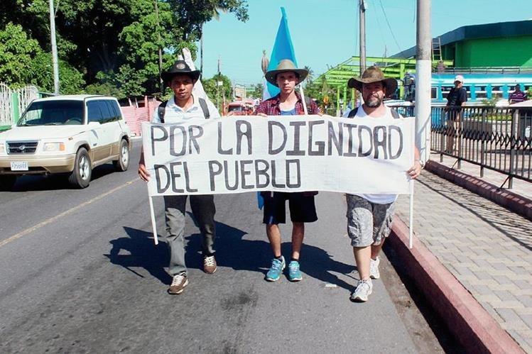 Los Caminantes en su paso por Escuintla hacia la capital. (Foto Prensa Libre: Melvin Sandoval)