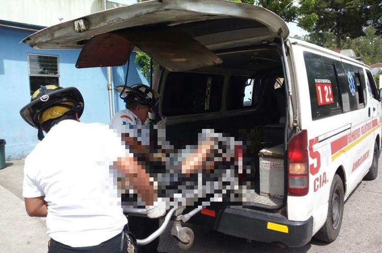 Uno de los hombres atacados fue trasladado al Hospital Roosevelt. (Foto: Bomberos Voluntarios)