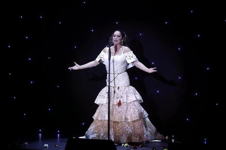 La cantante Isabel Pantoja canta temas de Juan Gabriel en su nuevo disco. (Foto Prensa Libre: EFE)