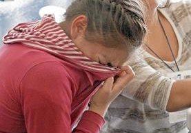 Una guatemalteca deportada sufre crisis nerviosa al llegar a la Fuerza Aérea.