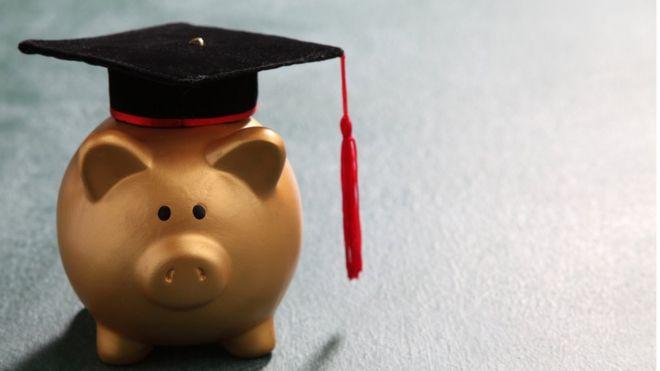 Según el sistema educativo que siga un país puede requerir más o menos esfuerzo financiero por parte de los padres de los estudiantes. GETTY IMAGES