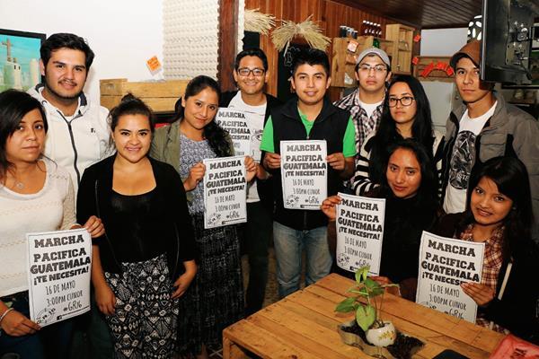 Estudiantes de  diferentes universidades con sede en Cobán, Alta Verapaz, invitan a participar en manifestación para este sábado. (Foto Prensa Libre: Eduardo Sam Chun)