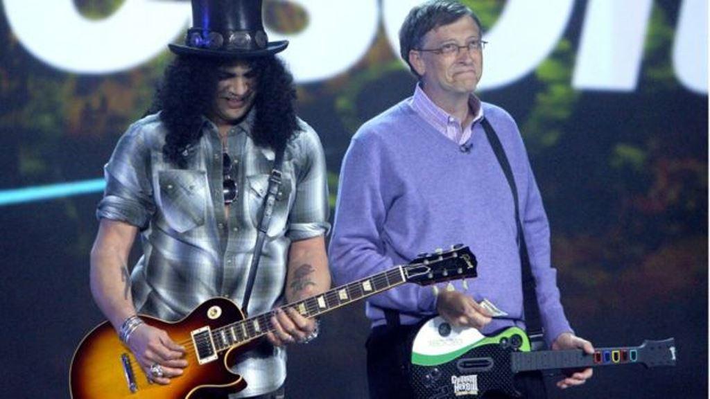 Bill Gates y Slash. El fundador de Microsoft podrá ser introvertido pero no es tímido. (AP)