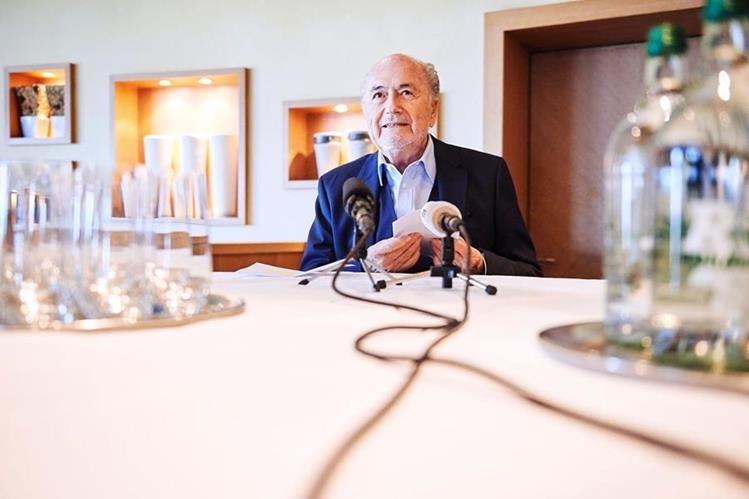 Blatter dio una entrevista especial en Zúrich este viernes y develó ciertos detalles polémicos. (Foto Prensa Libre: AFP)