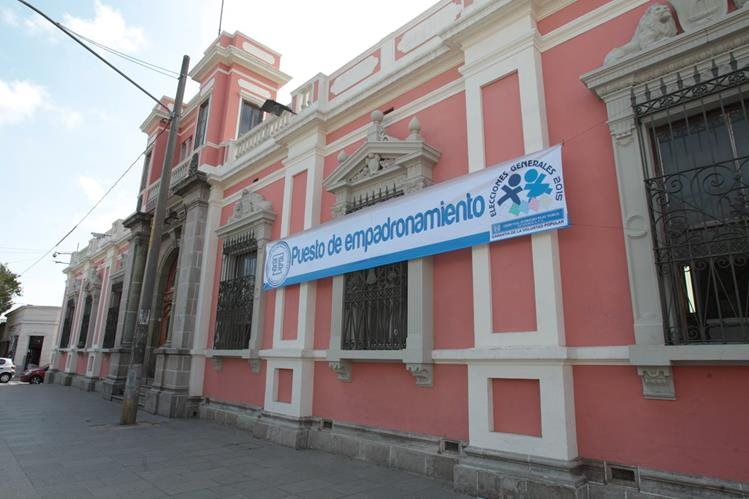 Las oficinas del TSE permanecerán abiertas hasta las 24 horas por ser hoy el último día para la inscripción de candidatos a diputados, alcaldes y presidenciales. (Foto Prensa Libre: Hemeroteca PL)