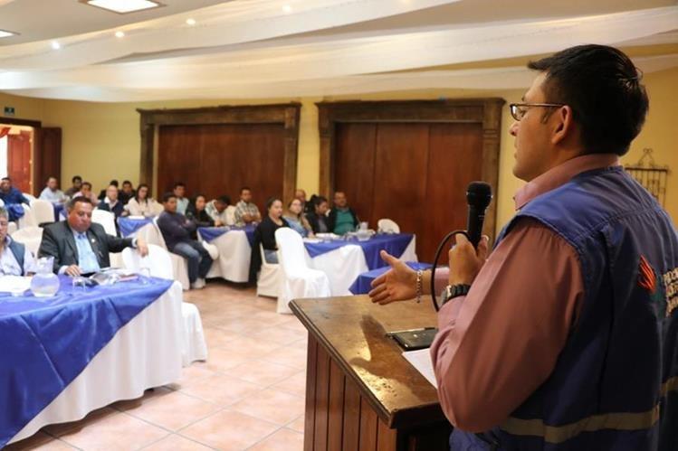 La capacitación fue dirigida a alcaldes y encargados de las Oficinas de Información Pública.(Foto Prensa Libre: Whitmer Barrera)