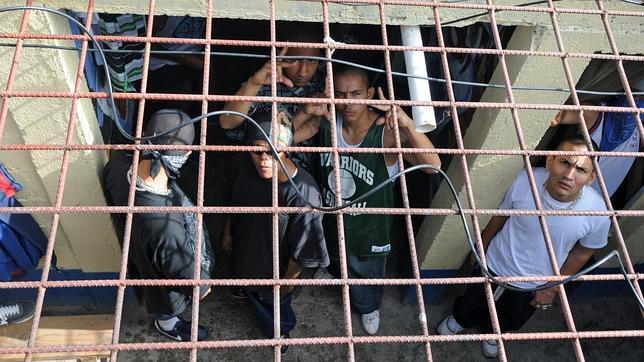 Desde prisión es donde se ejecuta la mayoría de llamadas según el Ministerio Público. (Foto Prensa Libre: Hemeroteca PL)