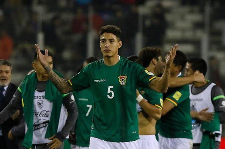 Nelson Cabrera de Bolivia, es el jugador que no debió ser alineado con su selección. (Foto Prensa Libre: Hemeroteca PL)