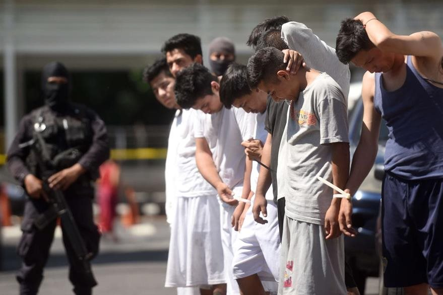 En las cárceles de Quezaltepeque y de San Francisco Gotera, están recluidos más de dos mil pandilleros del Barrio 18 Revolucionarios. (Foto Prensa Libre: AFP).