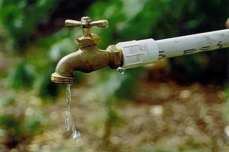 El servicio de agua potable será suspendido este domingo en las zonas 1, 4, 5, 16 y 18. (Foto PRensa Libre: Hemeroteca PL)
