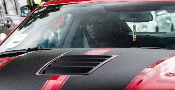 El francés Paul Pogba llega a Mánchester para firmar con el United. (Foto Prensa Libre: AFP)