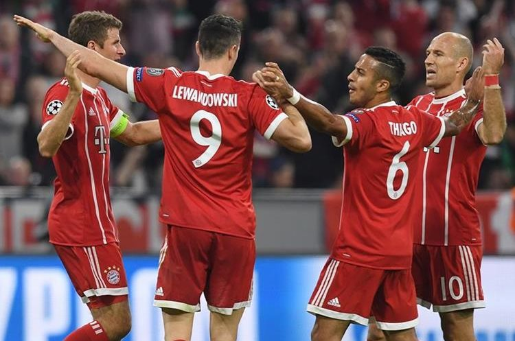 El Bayern Múnich superó 3-0 al Celtic en el regreso del entrenador Jupp Heynckes al banquillo bávaro en la Champions. (Foto Prensa Libre: AFP)