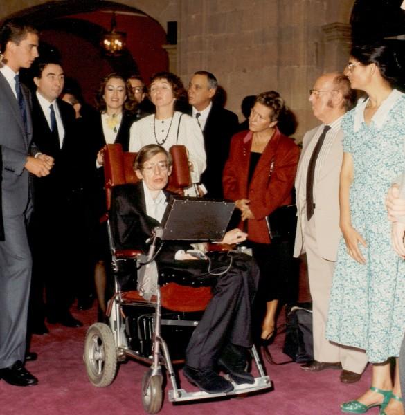 En 1989, Hawking recibió el Premio Príncipe de Asturias de la Concordia. (Foto prensa Libre: fpa.es)