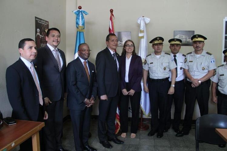 Subsecretaria para Seguridad Civil, Democracia y Derechos Humanos de Estados Unidos, Sara Sewall se reúne con funcionarios dle Ministerio de Gobernación. (Foto Prensa Libre: Mingob)