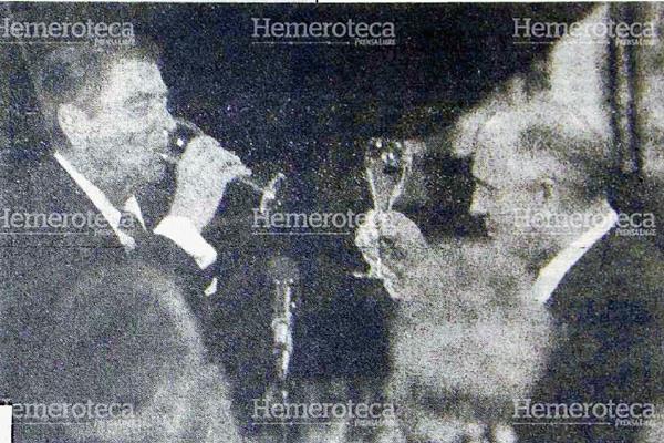Reagan y Gorbachov brindan en Moscú, en 1988. (Foto Prensa Libre: Hemeroteca)