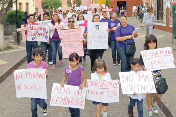 """""""Por la vida de las mujeres, ni una muerta más"""", es una campaña latinoamericana ha logrado incluir en la agenda pública la violencia de género."""